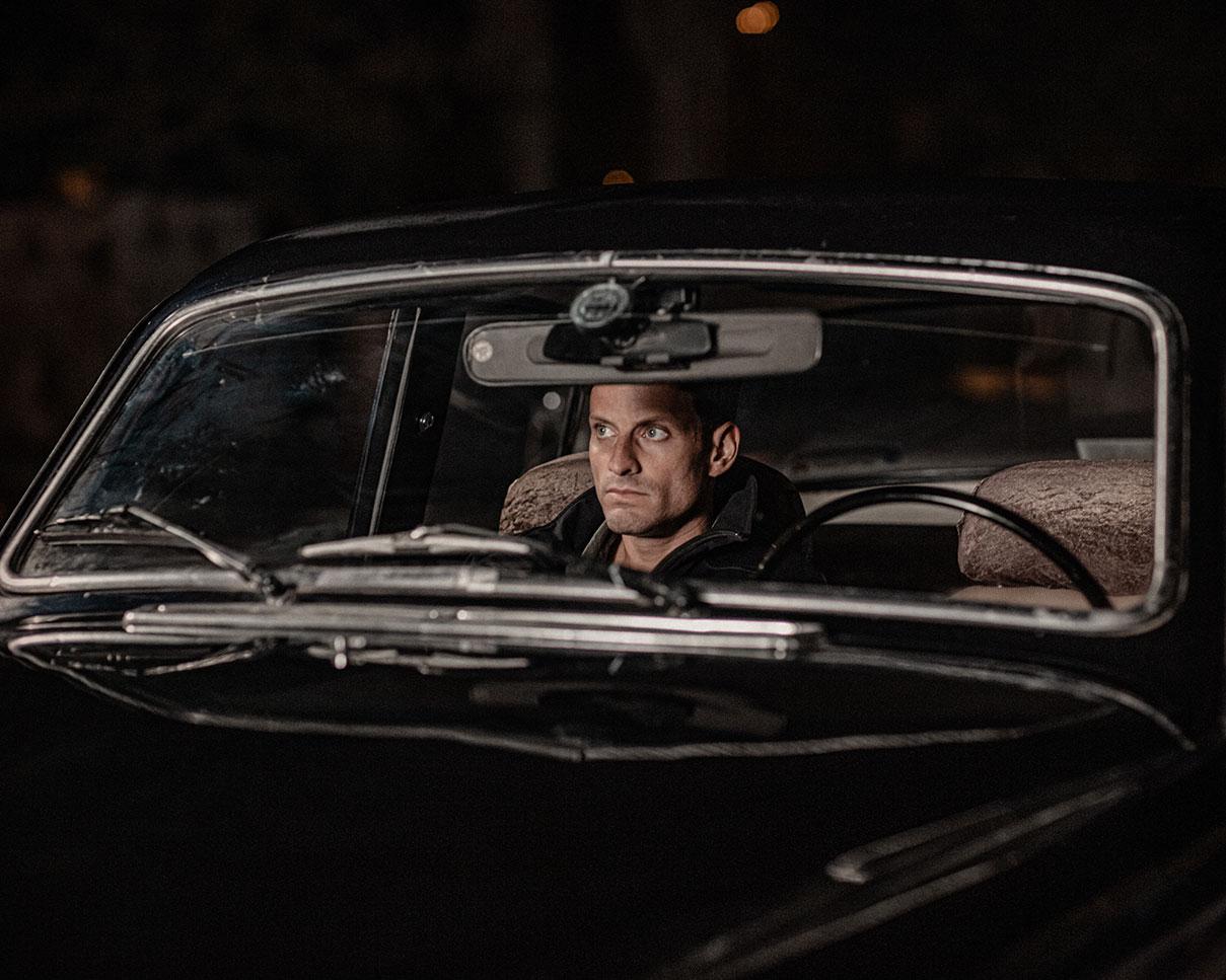 דויד סקורי - צילום מתוך סצינה של סרט קולנוע