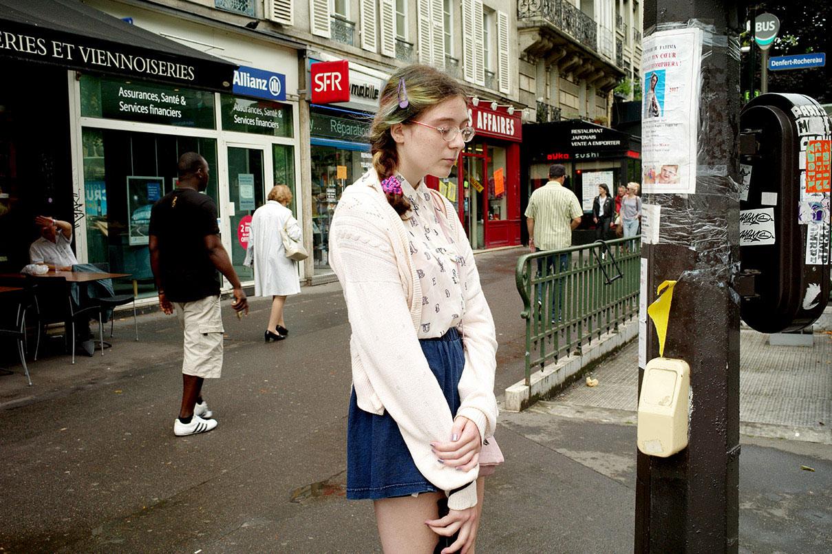 דויד סקורי - התבוננות באמצע רחוב